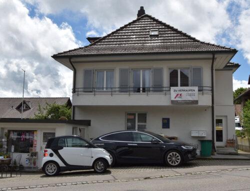 Zu verkaufen: Gepflegtes 2-Familienhaus mit Umschwung in Meikirch